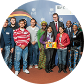 Group photo of South-North volunteers with Federal Minister Gerd Müller.